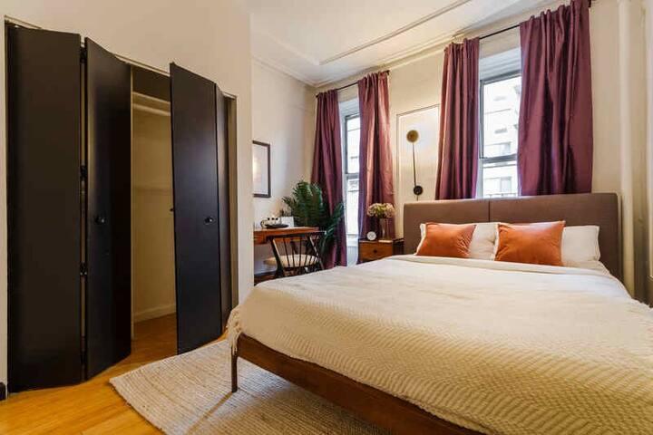 Spacious 1 Full Bedroom in Upper East Side
