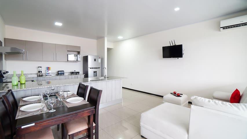 Amplio y Lujoso Apartamento Céntrico en Limón (2)