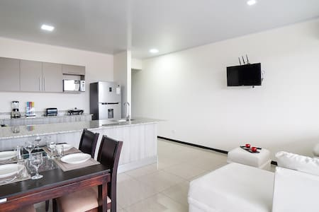 Amplio y Lujoso Apartamento Céntrico en Limón