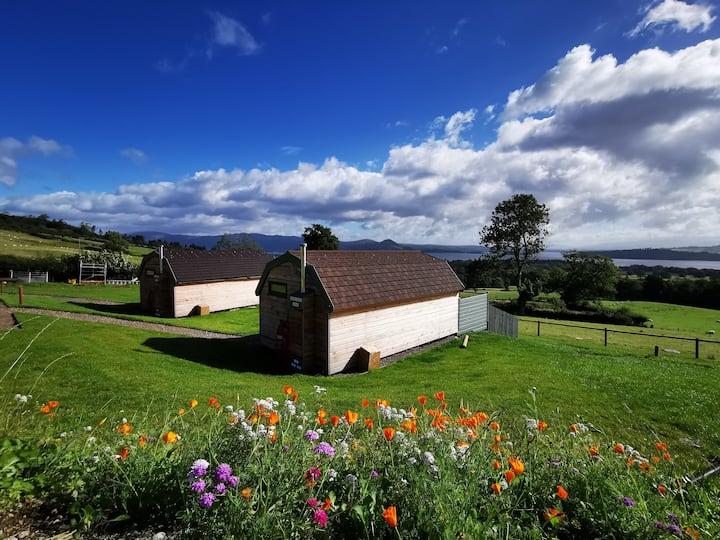Bonnie Barns - Inchcailloch Barn with a hot tub