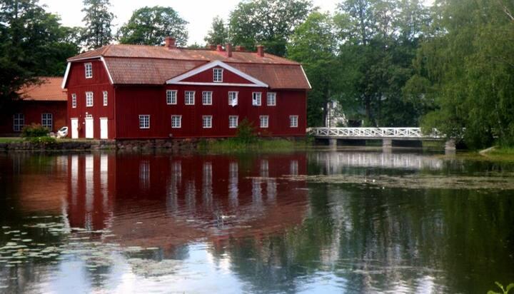 Keskellä Strömforsin ruukkia,Hki 1h Kotka 30 min