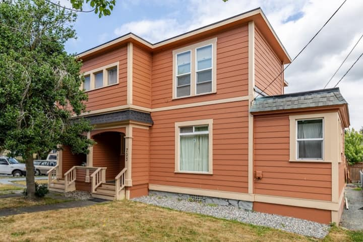 Historic downtown Anacortes one bedroom apartment