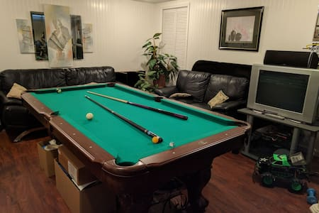Large Basement Suite in Livonia, MI - Livonia - Casa