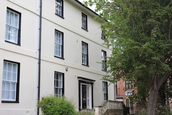 Francis Druett House by Flying Butler 1 bedroom