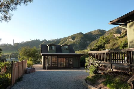 Private, peaceful guest cottage w/ loft in Malibu - Malibu - Ev