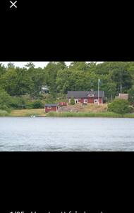 Charmigt hus vid havet  i Blekinge skärgård
