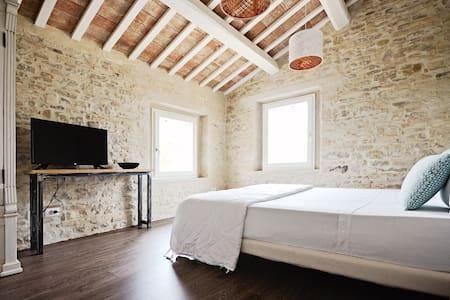 Moderna camera in lussuoso contesto rurale - Cingoli