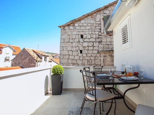 Hidden gem in the ❤ of Trogir with terrace