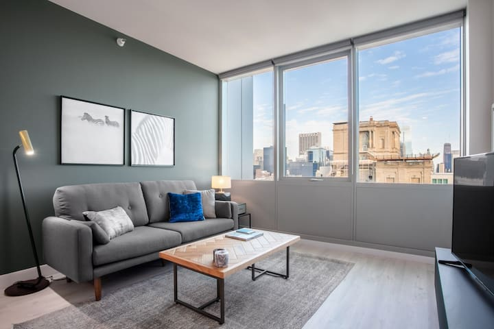 Mod South Loop 1BR w/ Gym, Pool, next to Grant Park, by Blueground