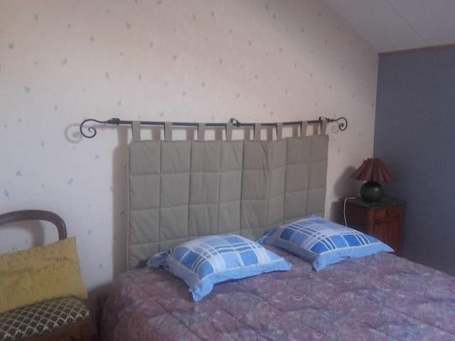 1 ou 2 chambres privées - 2 lits 2P - Chevigny-Saint-Sauveur - House