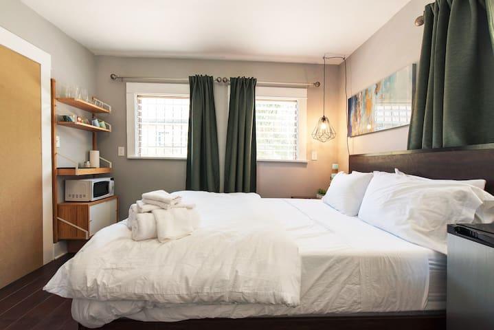 Cozy Hollywood Guest Suite * Keurig