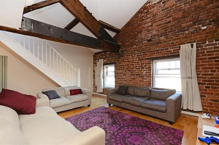 Beautiful Loft Conversion - Sheffield - Apartament