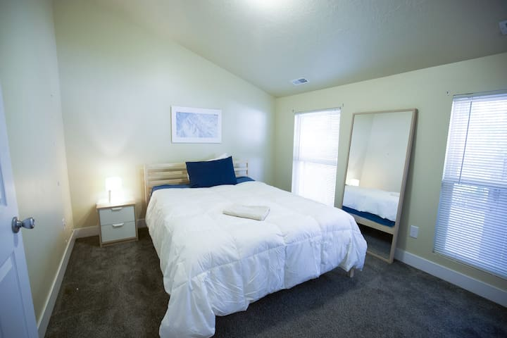 Private Bedroom/Bathroom .5 mi from Downtown SLC