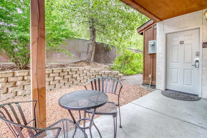 Ground-floor condo w/ two patios, shared pools & hot tubs - walk downtown!
