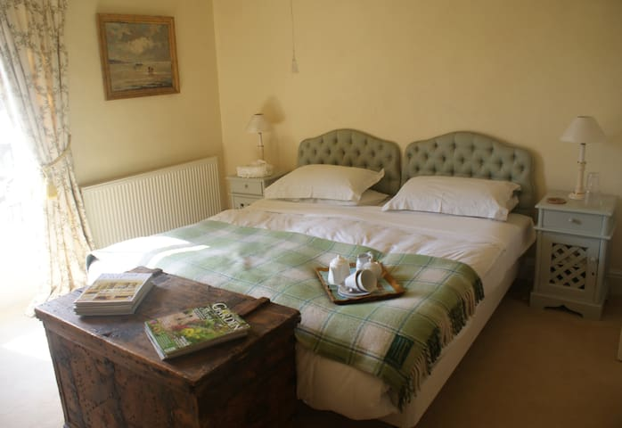Glorious Double Bedroom and Ensuite - Heacham - Bed & Breakfast
