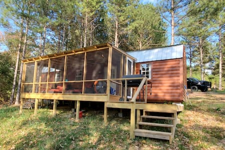 Private lakefront cabin w/ swim platform. Sleeps 8