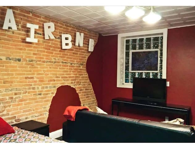 Rent a Former Fells Point Bar! - Private Studio - Baltimore - Apartamento