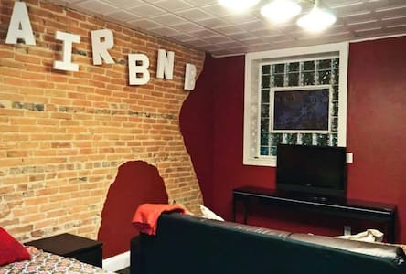 Rent a Former Fells Point Bar! - Private Studio - Baltimore - Flat