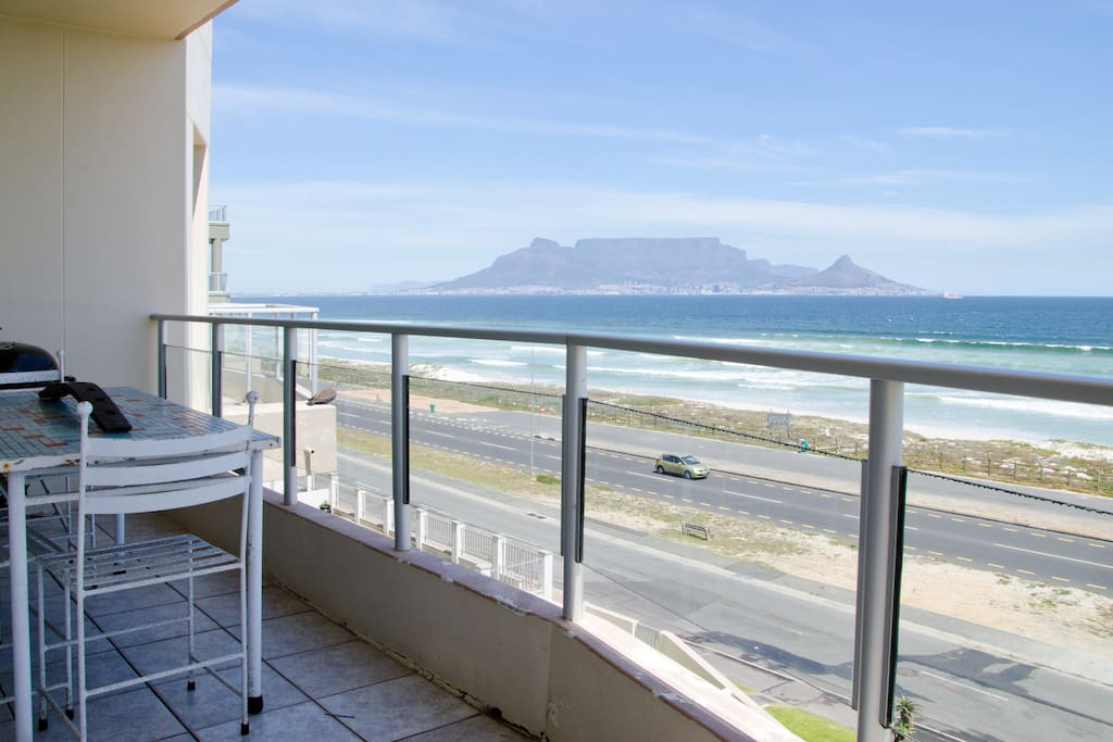 Balcony with amazing views of Table Mountain and the Beach!