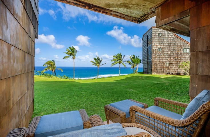Oceanfront Condo with panoramic views and pool!