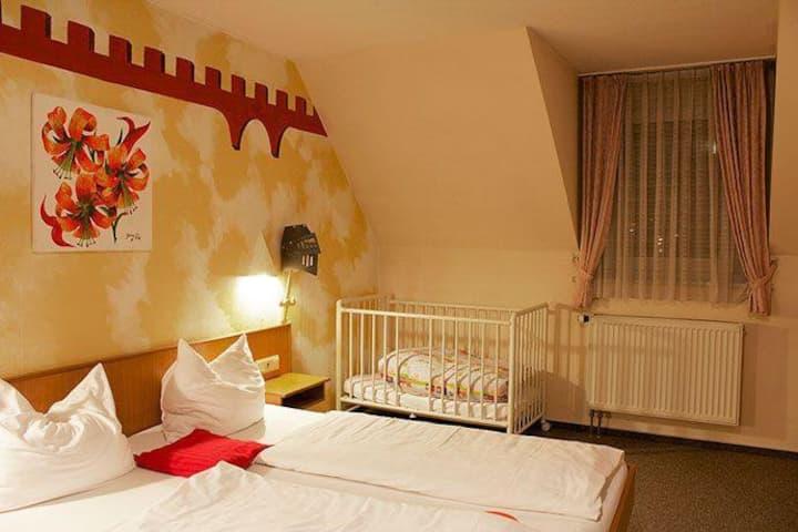 Gasthaus & Hotel Drei Lilien (Werbach), Ferienwohnung L | im Lieblichen Taubertal