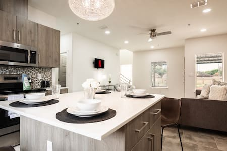 New Sanitized & Cozy  Luxury Home Near  Hospital