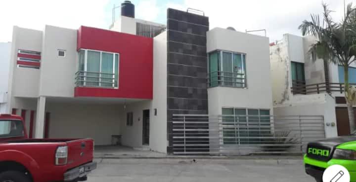 Casa completa, fraccionamiento Puerta del Sol.