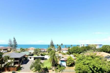 2BD unit with ocean views - Bargara, Queensland, AU