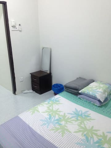 Feel it home guesthouse - Klebang Besar - Huis