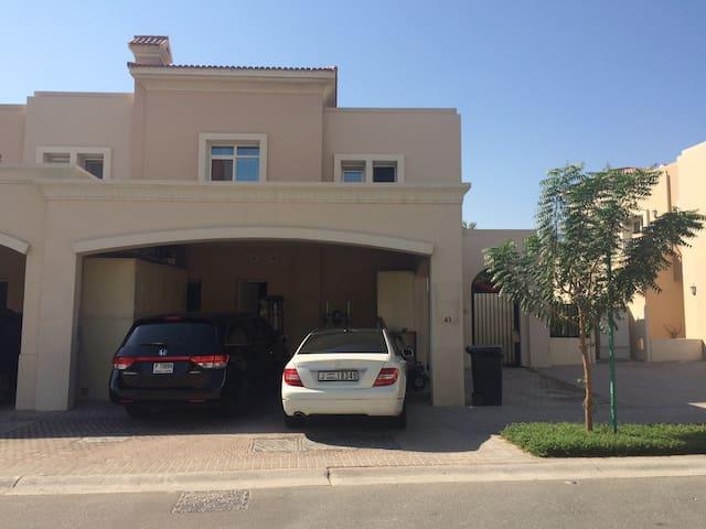 Comfy 3 Bedroom Villa in gated community - Dubai - Haus
