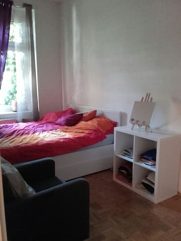 Cosy bedroom in two room apartment - Leipzig - Apartment