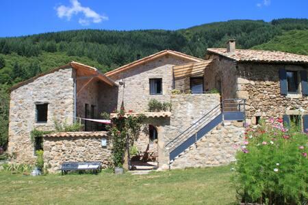 Chambres de charme Ardèche Sud avec petit déjeuner