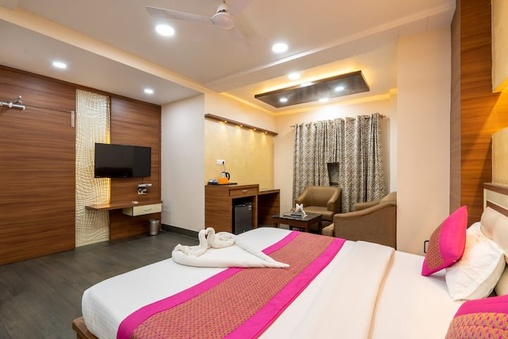 Executive AC Rooms 0.5 km from Railway Station