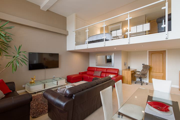 Beautiful luxury flat with mezzanine bedroom floor, nearby to sea front and St Annes Square