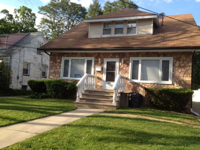 Beautiful Suburban NYC Home - Englewood - Σπίτι