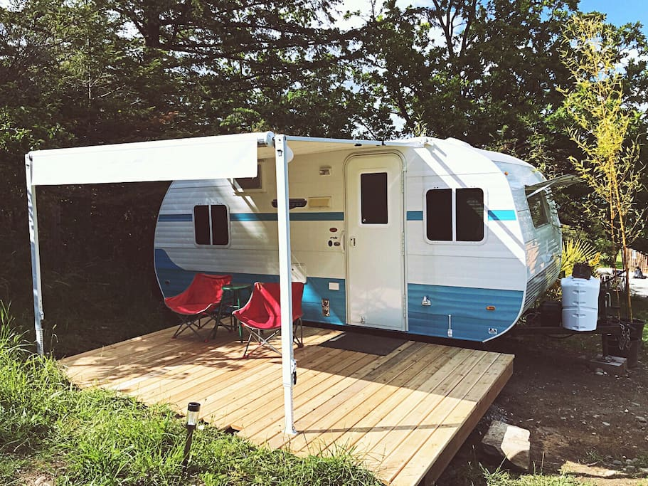 The Cozy Caravan. Retro Style. Brand New. Connect with nature, in comfort.
