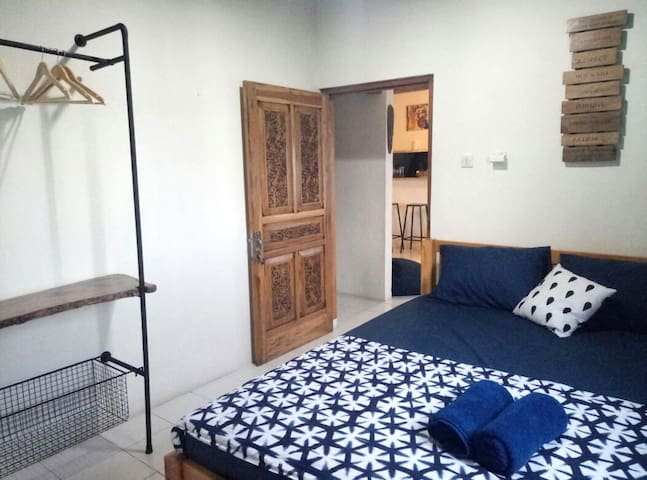 Kaula Blue Room