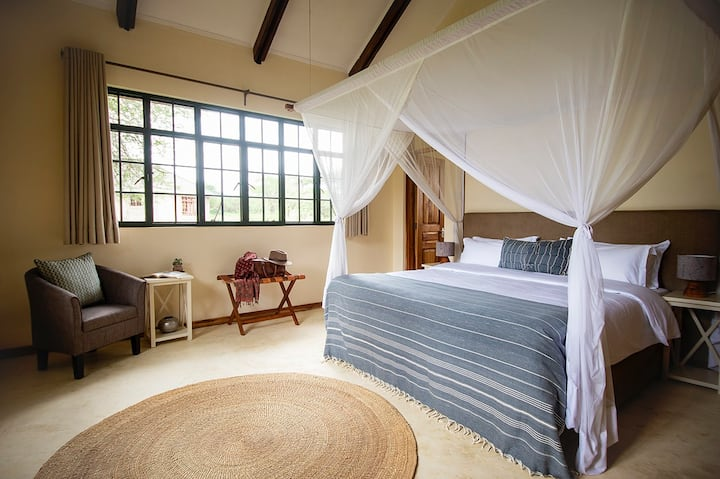 * Private room Kili 1 on prestigious golf estate *