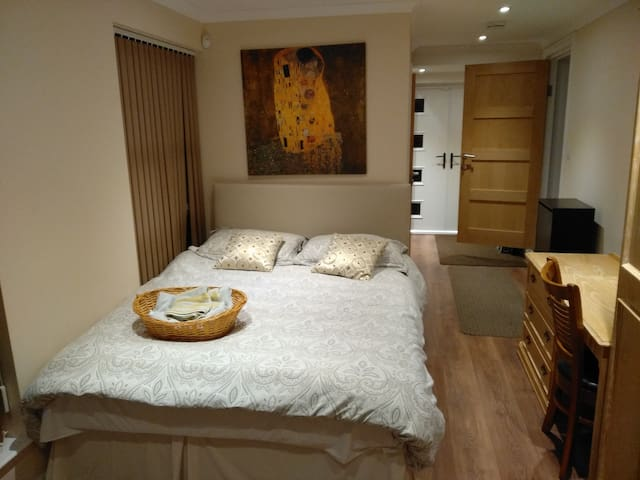 Spacious Ensuite Room with Private & Garden Access