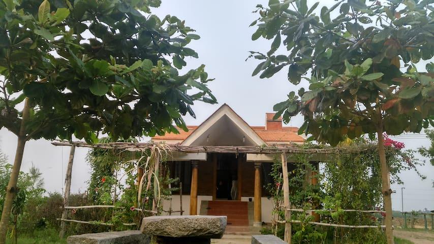 FarmHouse in 13 Acre Organic Farm - Rettanai - Huis