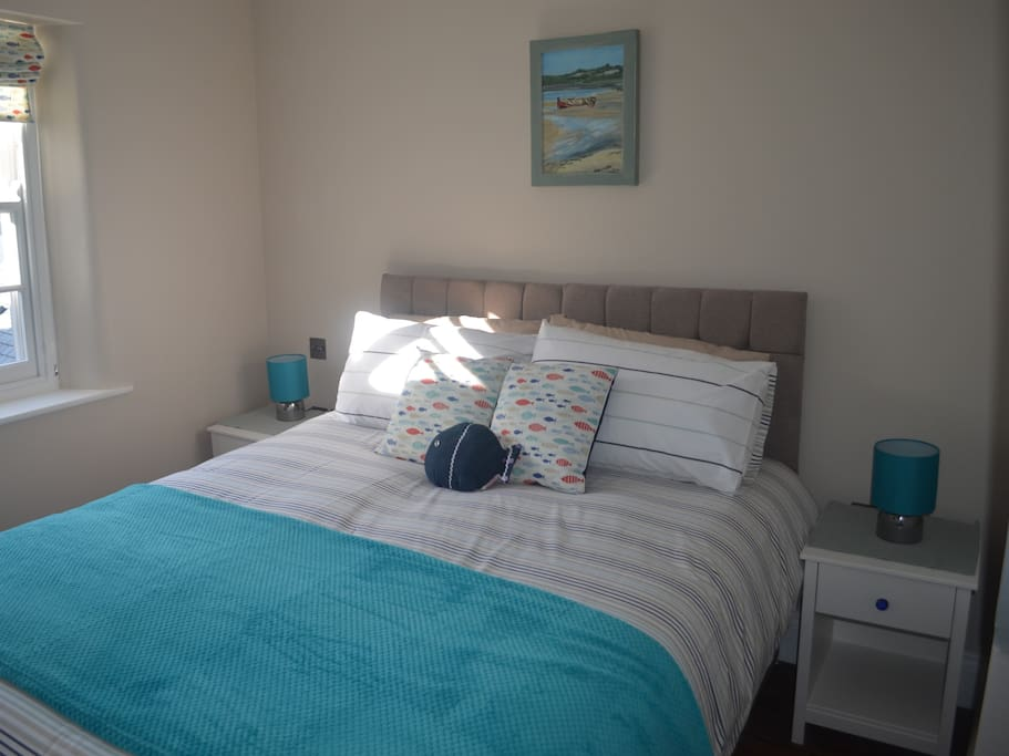 flexible bedroom with either 1 king size or 2 single beds