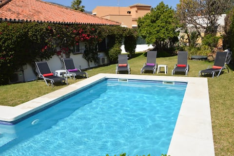 BEAUTIFUL QUIET house & POOL,10 mins walk to BEACH