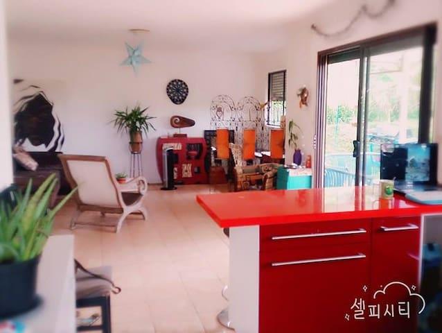 Chambre et SDB privée dans maison F4 - Païta