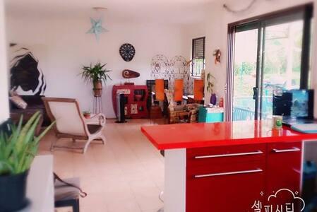 Chambre et SDB privée dans maison F4 - Païta - Rumah
