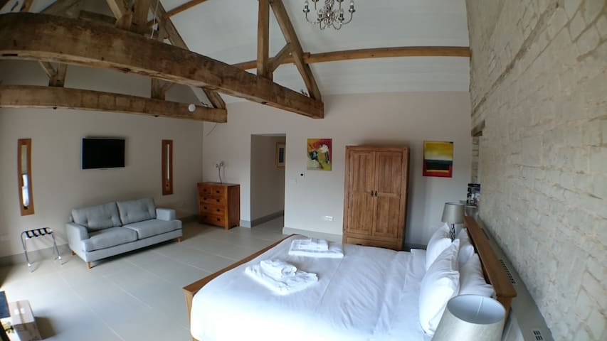 Chalk Barn at Buttle Farm - 2 superking bedrooms - Compton Bassett - Casa