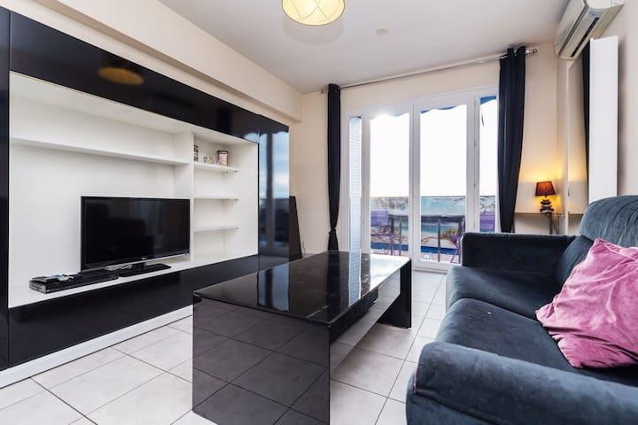 Charmant appartement très bien placé avec vue mer