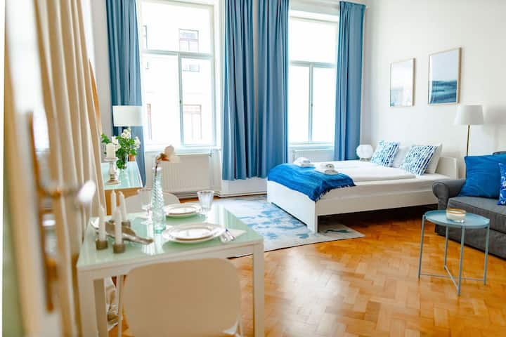 Typical Viennese Room 7 min to city (Top 6/Room 1)