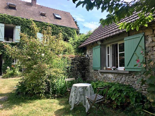 Maisonnette de charme dans village près  Giverny
