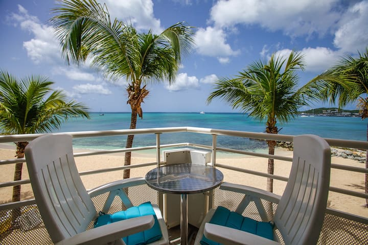 Beachfront Studio with Ocean View in Marigot