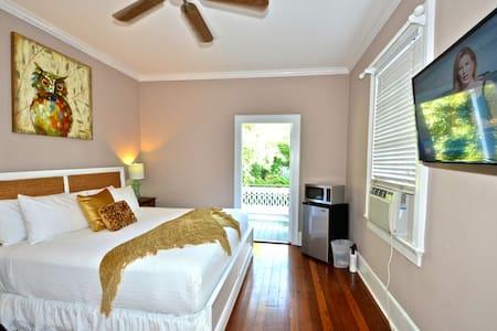 Key Lime Cottage by Mallory Square - 키웨스트(Key West) - 게스트하우스